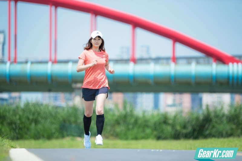 带领跑者超越自我的沁凉跑感 adidas climacool
