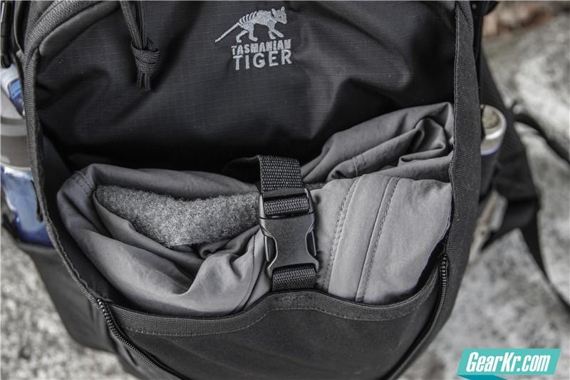 塔虎22L战术背包10