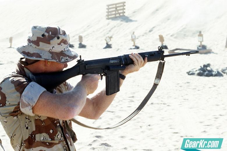 自由战士的左膀右臂:FAL步枪简史