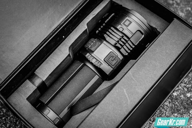 暗夜圣杯——IMALENT艾美能特DT70户外强光手电测评-5