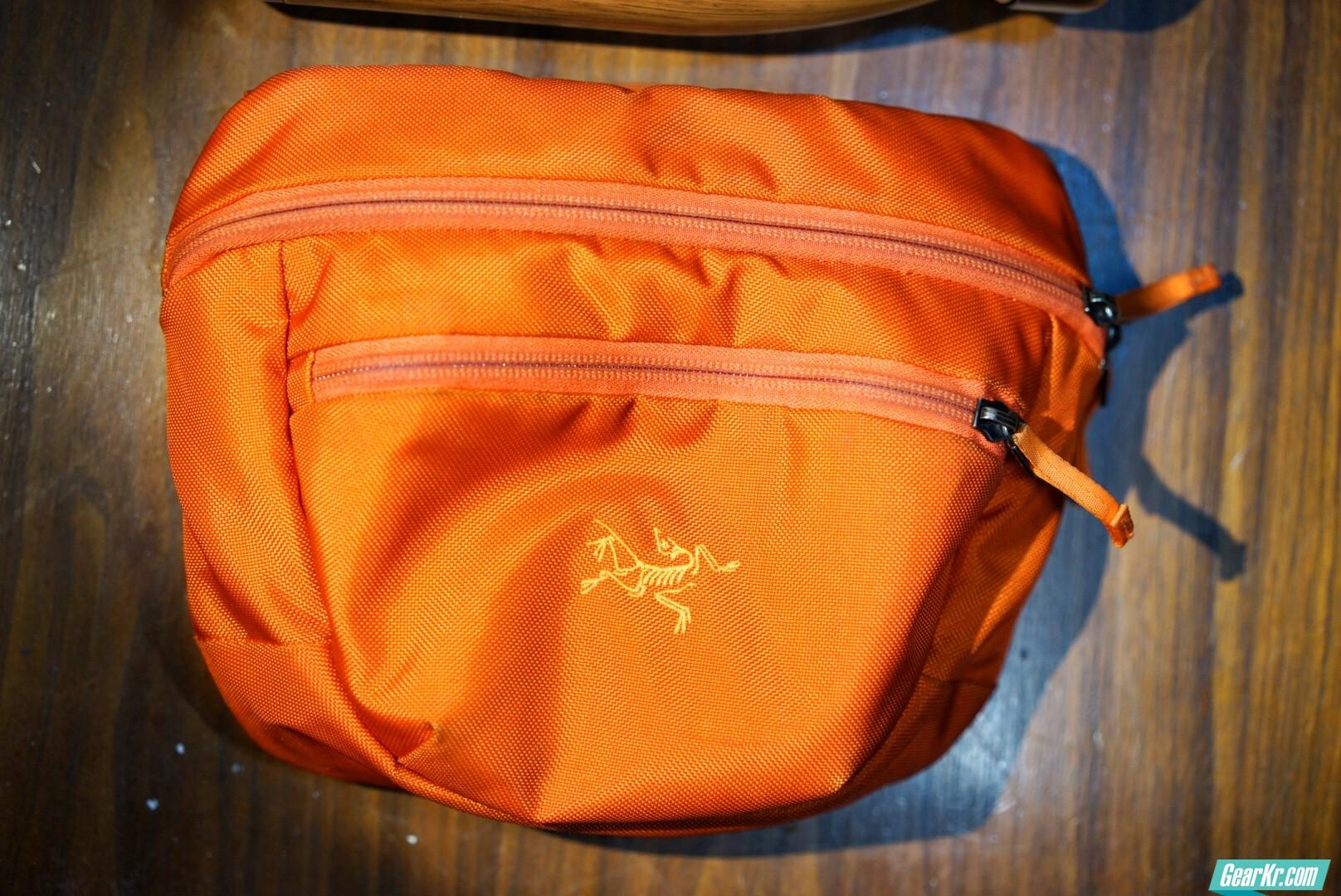 常用腰包,始祖鸟Maka2。夏季穿着随意,一个腰包能装下很多,方便快捷。