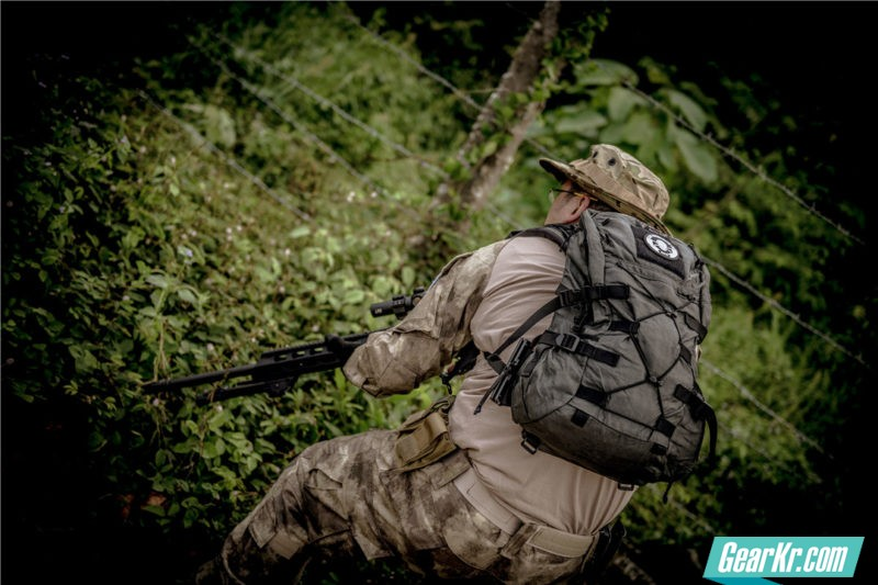 背不累,跑不慌,这就是我要的一日携行具——Lii Gear 16L咆哮蟋蟀战术背包简测
