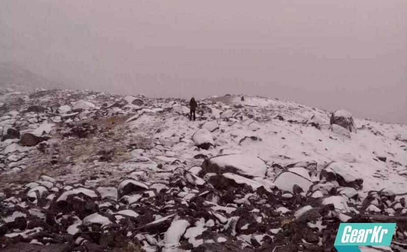从近日广东情侣四姑娘山遇难,聊聊雪线登山徒步的装备和生存原则