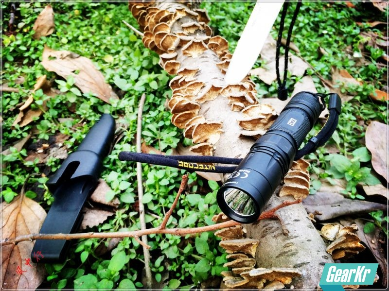 1800流明强光户外手电,NITECORE奈特科尔EC23小直筒测评
