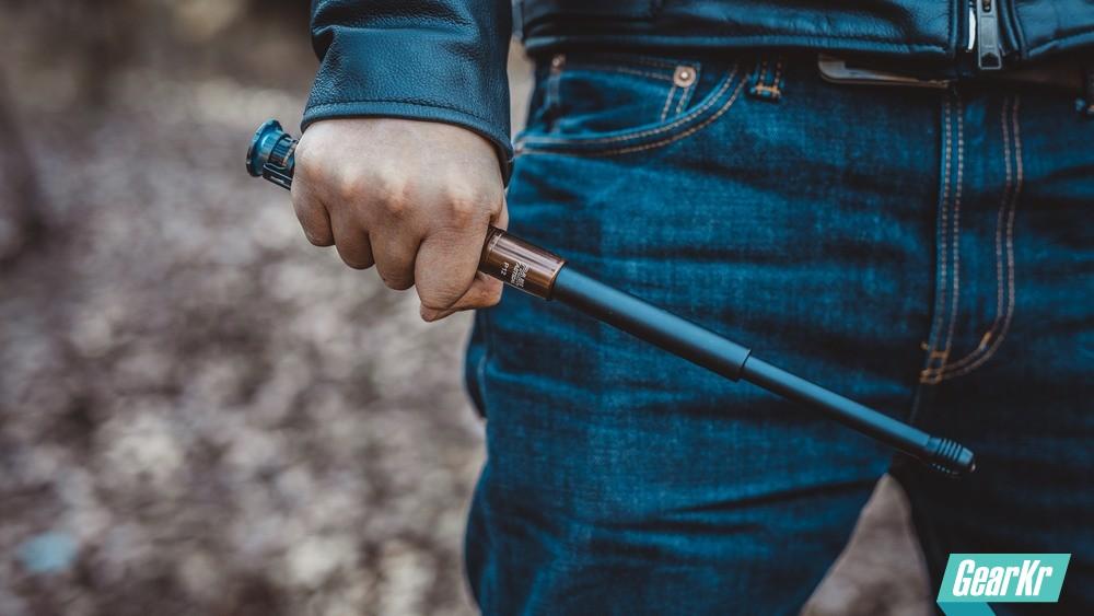 能玩又实用的防身装备 — 弘安保罗暗金版锋芒机械陀螺甩棍使用感受