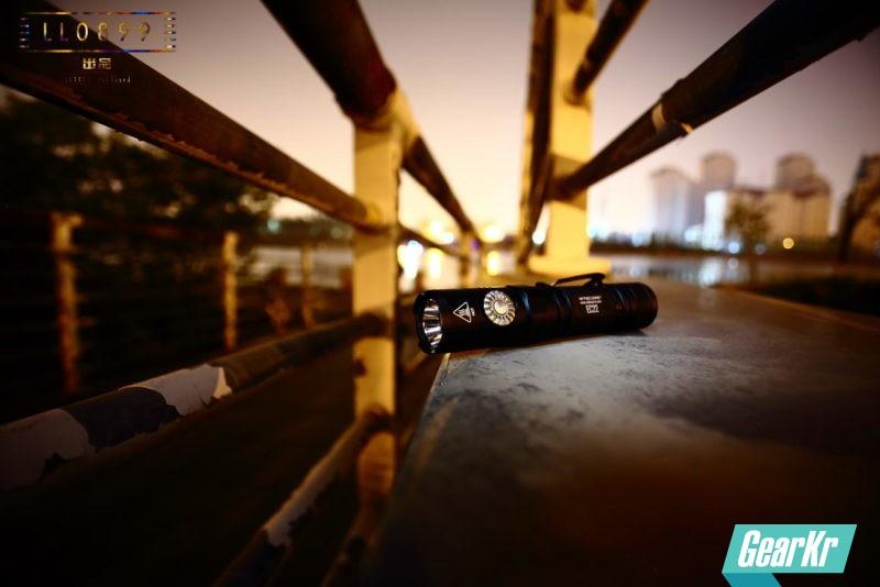 调光新方式 NITECORE EC22旋钮调光小直筒评测