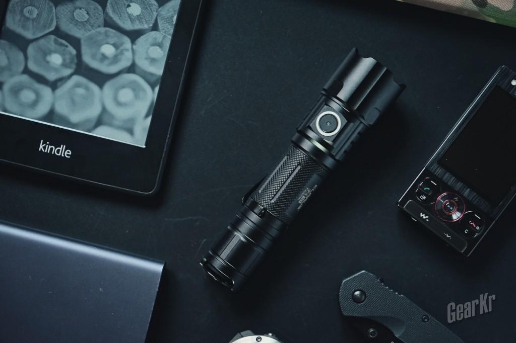 双模式变速变焦战术手电 — 凯瑞兹 FX10