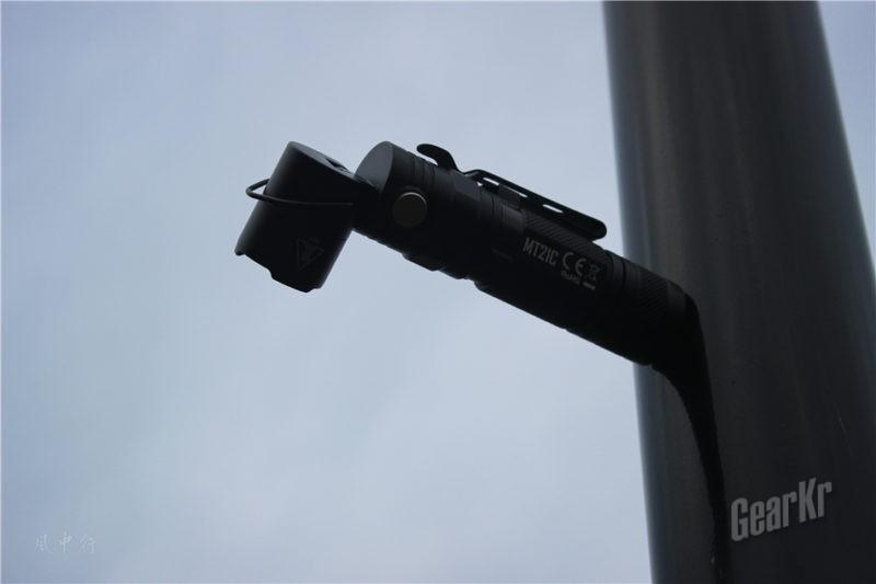 一支能够变身的手电 — 奈特科尔MT21C转角手电体验