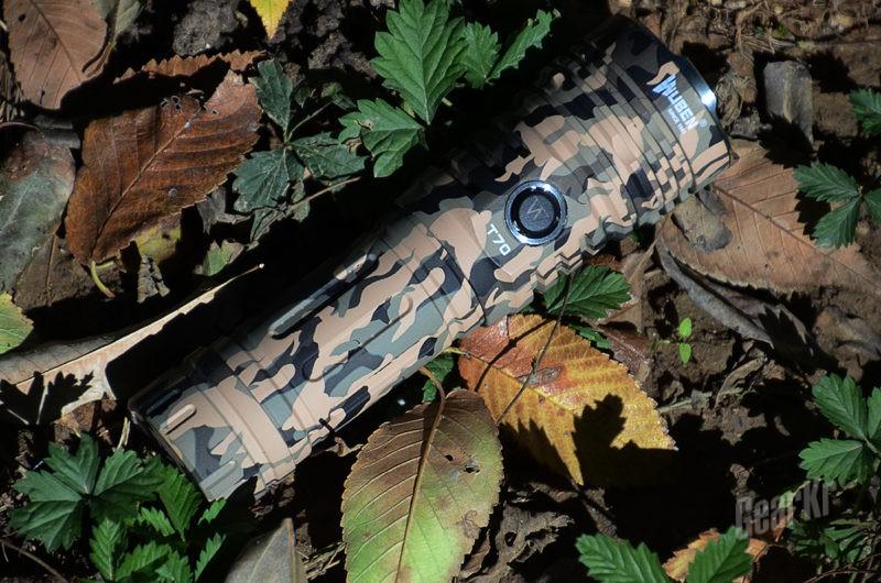 在丛林巧妙隐藏 在黑夜尽情发光 — 务本T70迷彩版手电