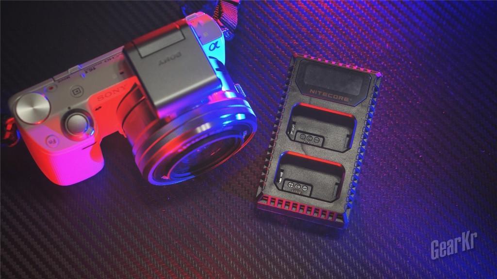 摄影玩家的移动充电桩——NITECORE USN1双槽旅行充电器