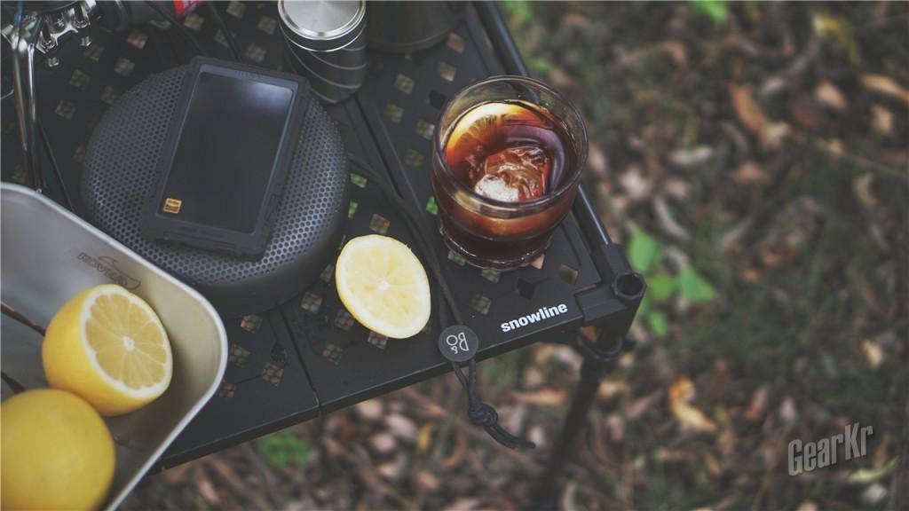 非常适合Solo camping的超级轻便小折桌——Snowline CUBE碳纤维便携折叠桌