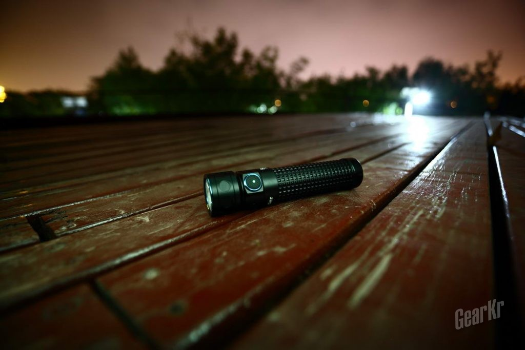 小直也泛光 2000流明OLIGHT新品小直Baton Pro