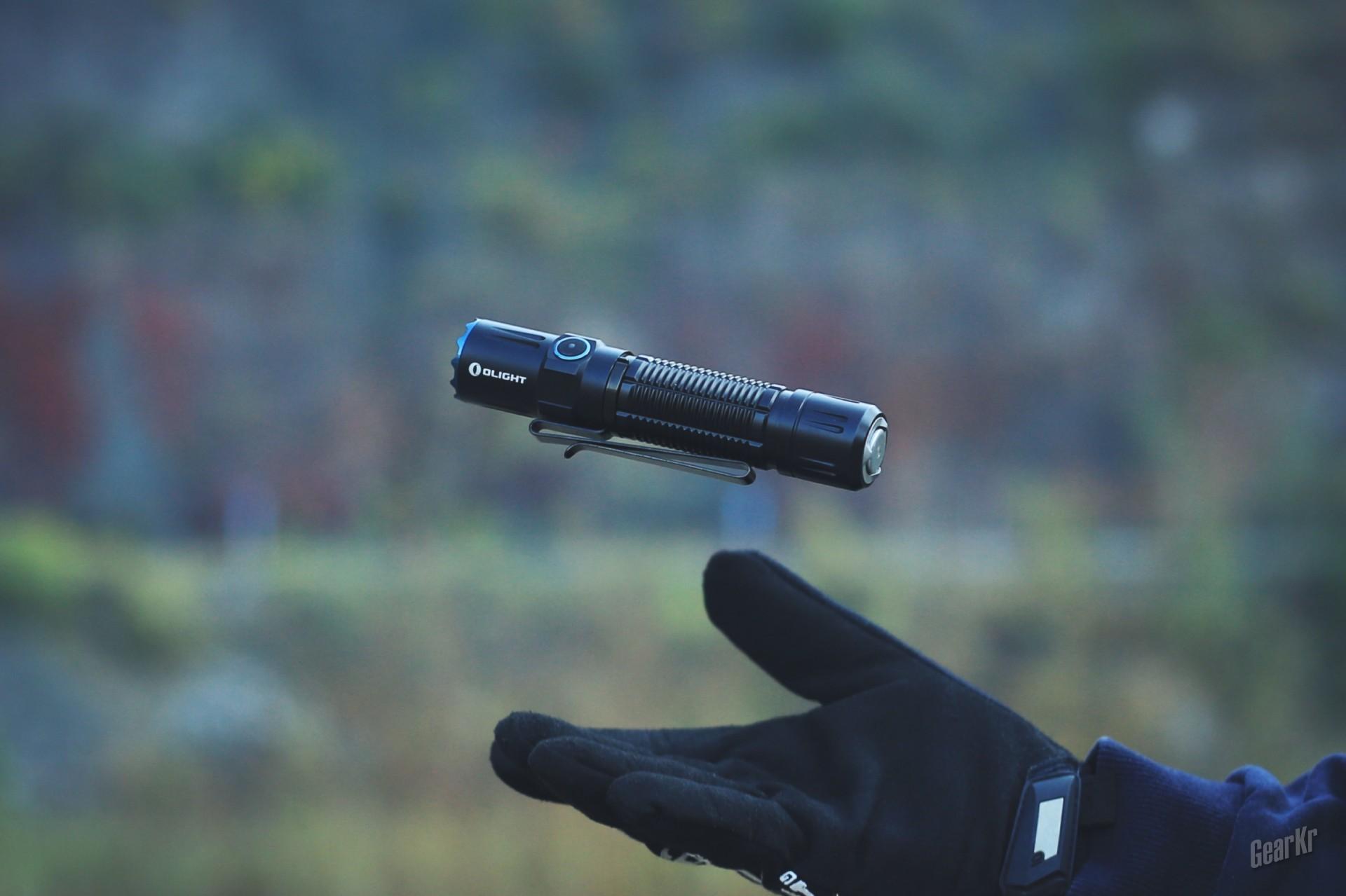 谁说只在电池上做了升级——OLIGHT M2R PRO 21700战术户外手电