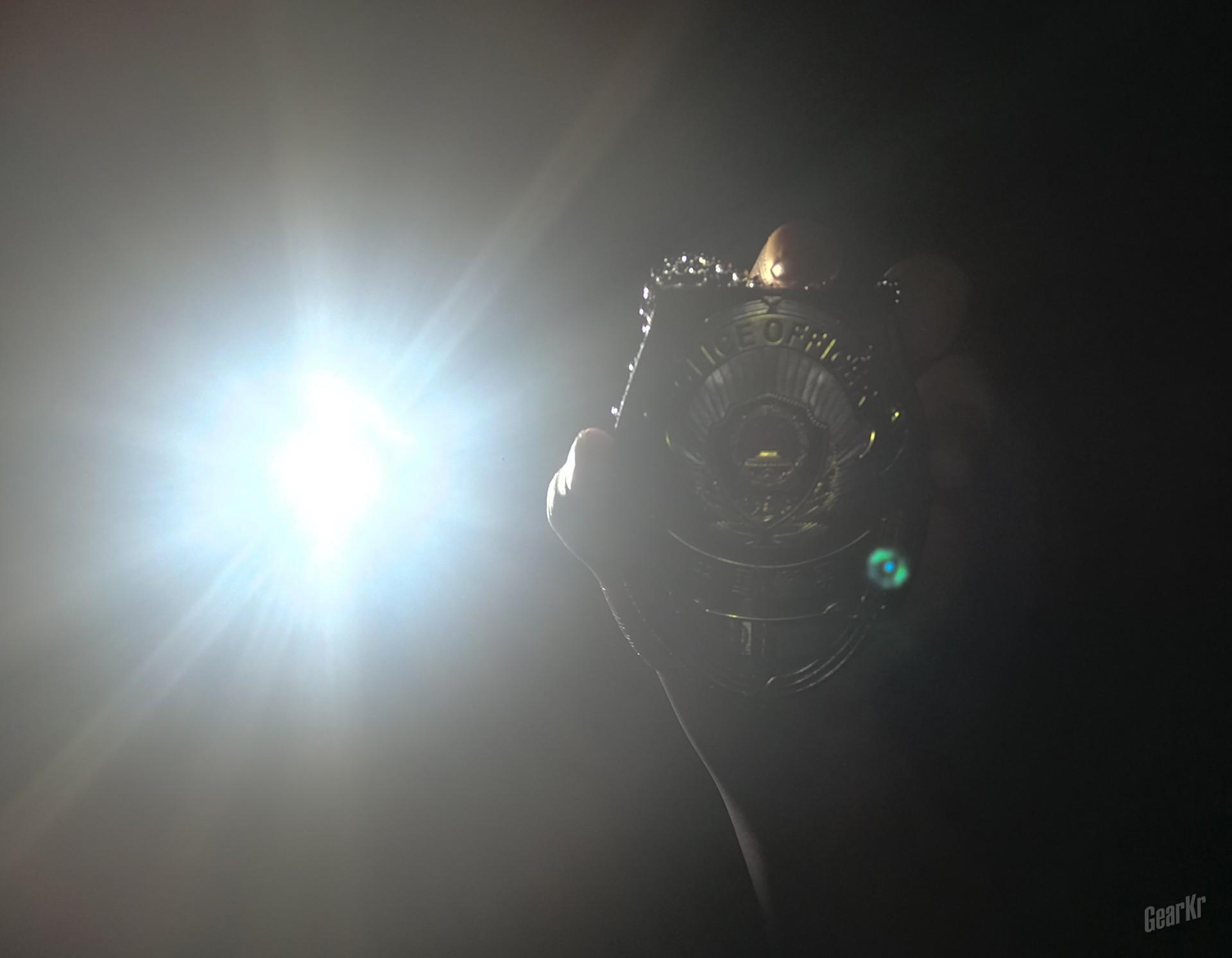 横看成岭侧成峰,远近高低各不同—— 多面手奈特科尔P22R强光手电勤务测评