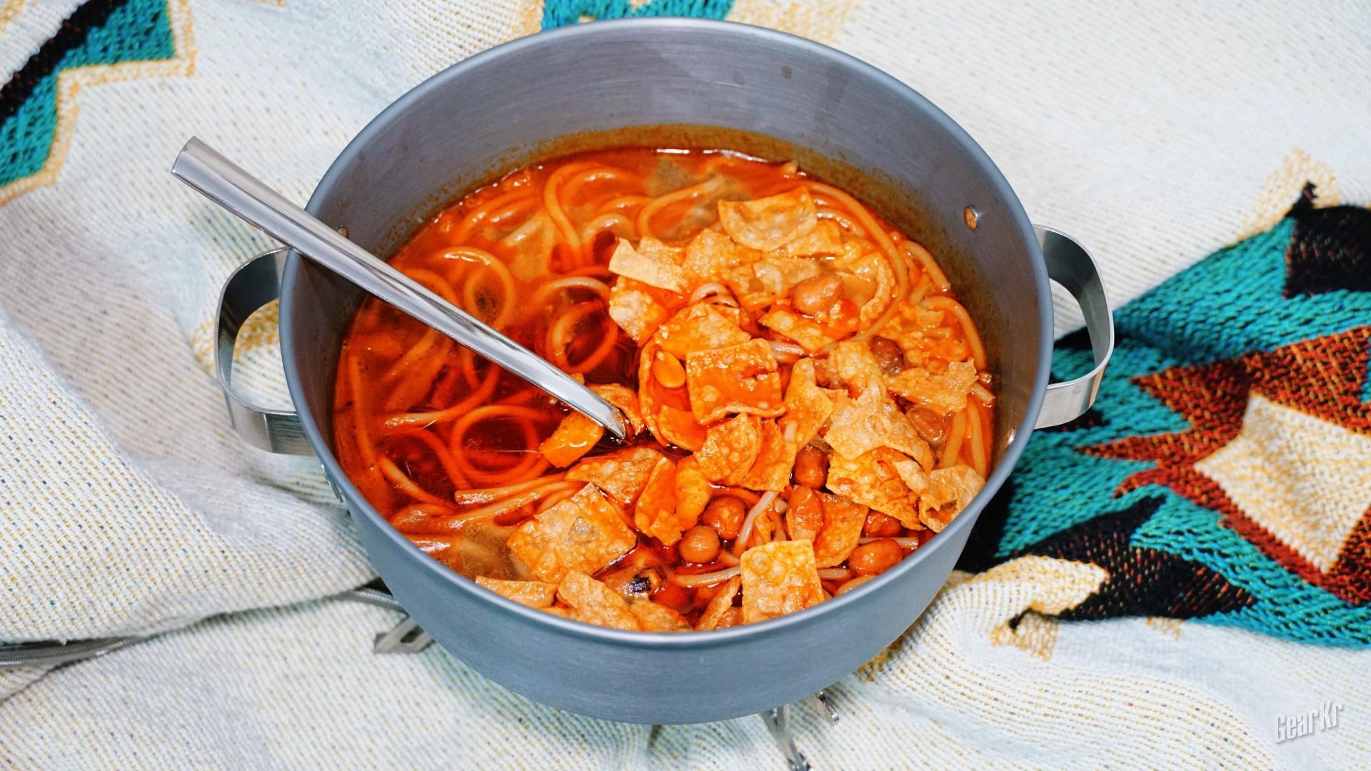 别人用枫盛宴汤锅煮螺螺蛳汤,我却顺手在里面加了一碗粉