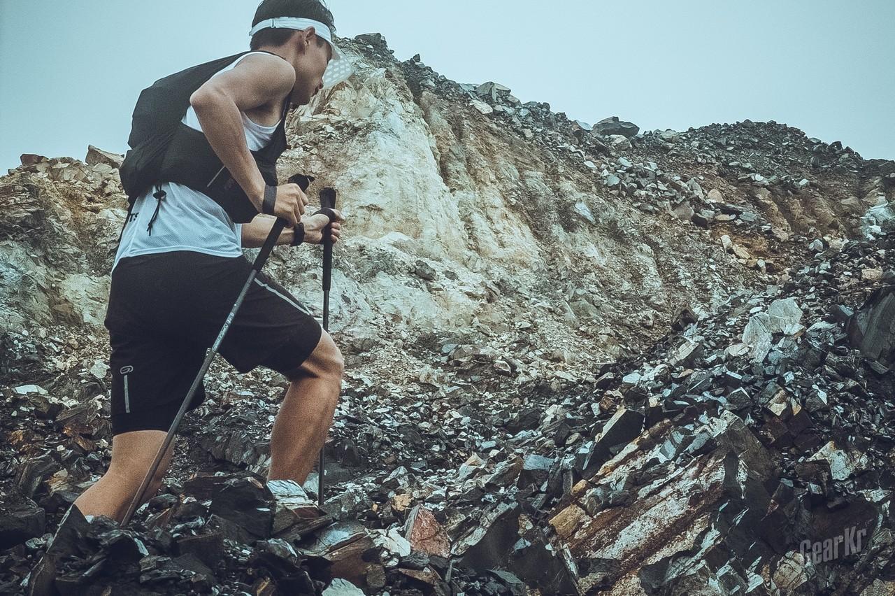 轻量化总是逃不过烧碳——Pioneer开拓者操山派超轻碳纤维越野跑手杖