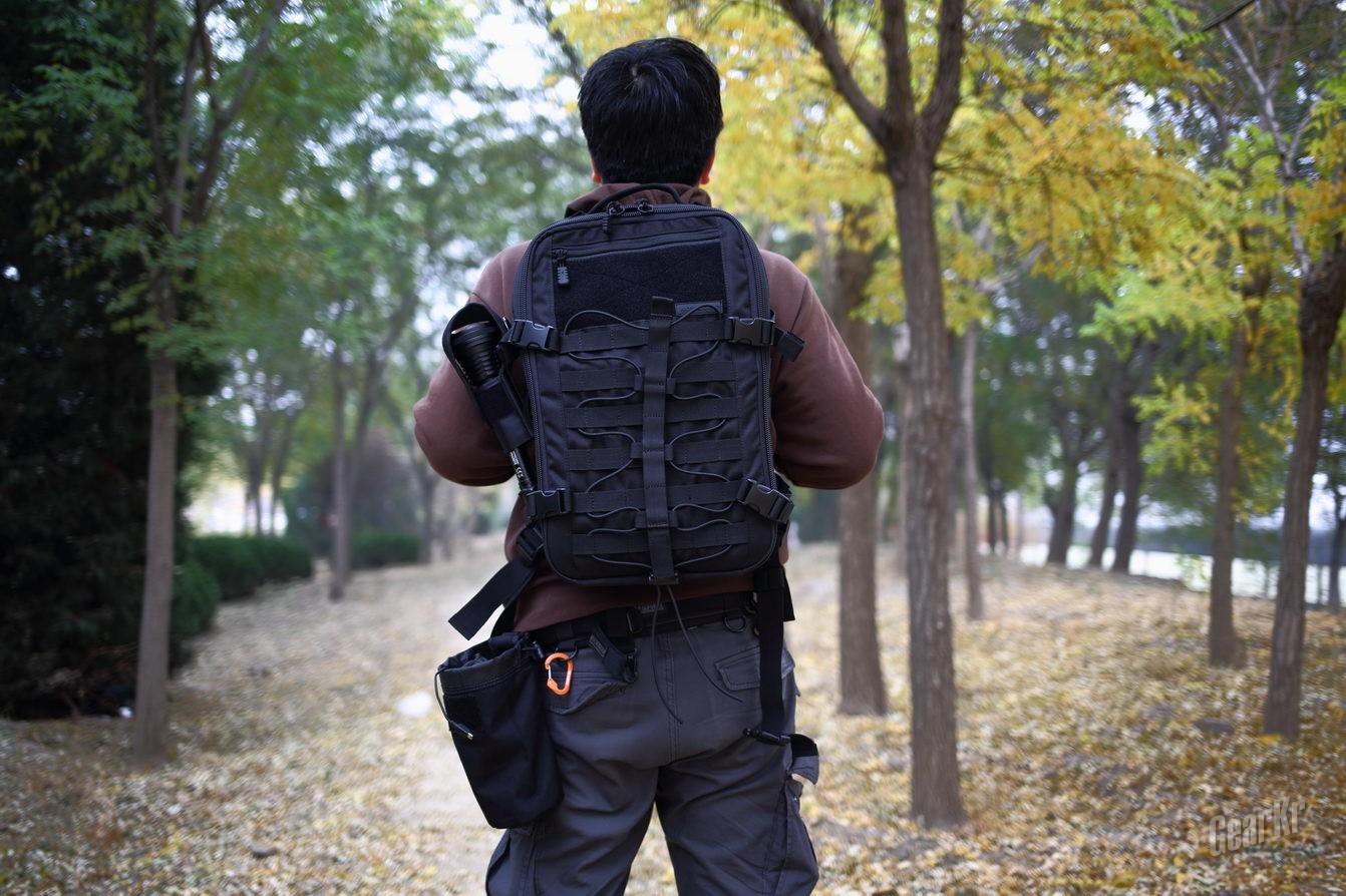 包行天下 NITECORE BP25大容量双肩包