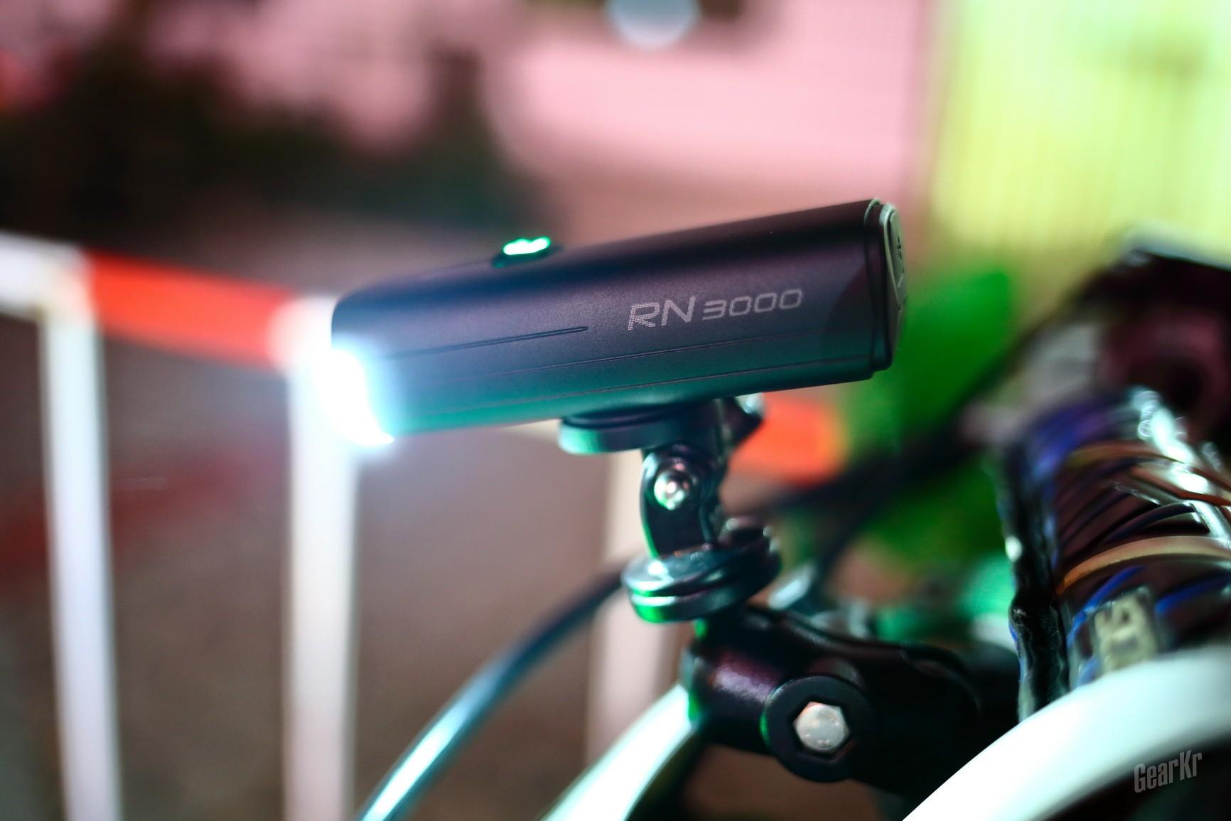 3000流明双光斑超级车灯迈极炫RN3000评测
